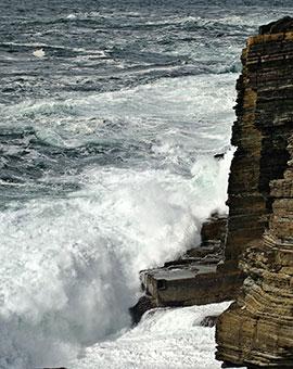 tide-breaking-on-cliffs