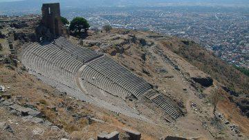 Pergamon_The_citadel_of_Pergamon_with_modern_Bergama_in_the_background